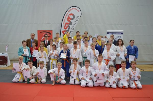 Gruppenfoto der Siegerehrung vom 15. ASVÖ Turnier (Quelle: Judo Club - SV Treffen)